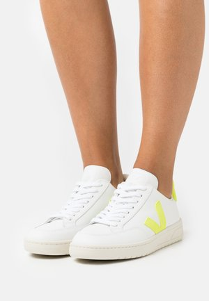 V-12 - Zapatillas - extra white/jaune/fluo
