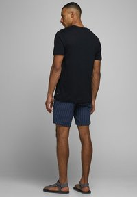 Jack & Jones - JJILINEN JJCHINO - Shorts - dark blue - 2