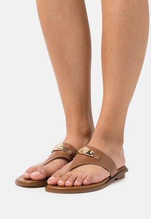 TILLY THONG - Sandalias de dedo - tan