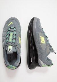 Nike Sportswear - MX-720-818 FOA - Sneakersy niskie - black/grey/volt - 1