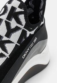 DKNY - FELISEE - Slip-ons - white/black - 6