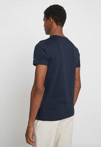 Tommy Hilfiger - ESSENTIAL TEE - Print T-shirt - blue - 3