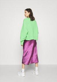 Nike Sportswear - CREW TREND - Sweatshirt - cucumber calm/white - 2