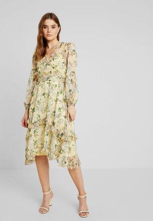 LUSCIOUS DRESS - Společenské šaty - lemon