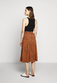 Proenza Schouler White Label - PRINTED GEORGETTE PLEATED SKIRT - A-line skirt - cinnamon/navy - 2