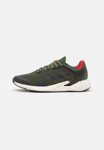 ALPHATORSION - Neutral running shoes - wild pine/core black/vivid red