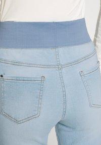 Freequent - FQSHANTAL ANKLE BROKEN - Jeans slim fit - bleached blue denim - 4
