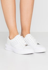 MICHAEL Michael Kors - CODIE LACE UP - Trainers - bright white - 0