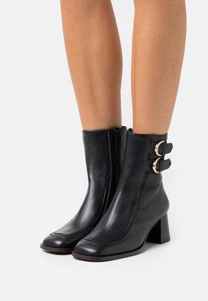 ART - Kotníkové boty - noir