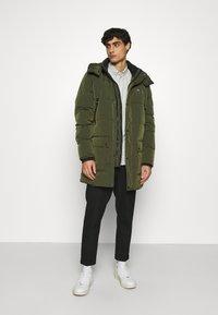 Calvin Klein - CRINKLE LONG LENGTH JACKET - Zimní kabát - green - 1