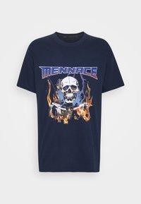Mennace - HALF BLEACH FLAME SKULL - T-shirt con stampa - blue - 4