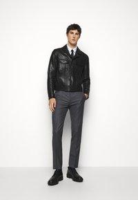HUGO - HESTEN - Pantalon classique - medium grey - 1