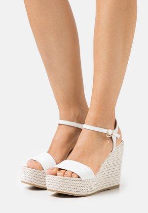 GRACE - Sandály na platformě - white