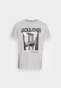 JORBOOSTER TEE CREW NECK - Print T-shirt - light grey melange