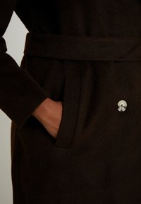 Glamorous Curve - MASCULINE COAT - Classic coat - chocolate - 5
