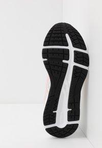 ASICS - GEL-CONTEND - Chaussures de running neutres - white/breeze - 4