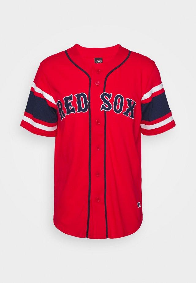 MLB BOSTON RED SOX ICONIC FRANCHISE SUPPORTERS - T-shirt z nadrukiem - red