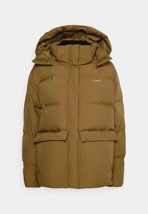 BESSEGGEN JACKET - Kabát zprachového peří - brown