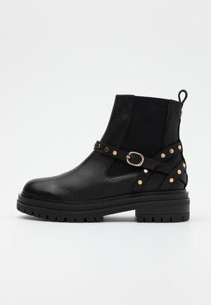 FRANKA CAGE - Kovbojské/motorkářské boty - black