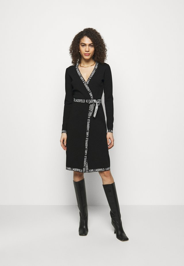 LOGO TAPE WRAP DRESS - Robe pull - black
