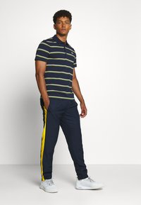 Lacoste Sport - TENNIS PANT - Pantalon de survêtement - navy blue/wasp-white-cosmic - 1