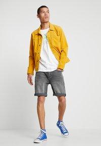 Amsterdenim - MOKUM - Shorts di jeans - beton dorp - 1