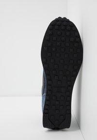 Nike Sportswear - AIR TAILWIND 79 SE - Baskets basses - midnight navy/black/blue force/sail/team orange - 4