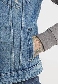 Only & Sons - ONSCOIN HOOD TRUCKER - Denim jacket - blue denim - 5
