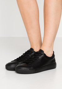 GARMENT PROJECT - TYPE - Trainers - black - 0