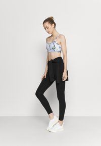 DKNY - PRINTED STRAPPY FRONT BRA REMOVABLE CUPS - Light support sports bra - spearmint - 1