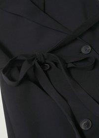 Mango - OVERSLAGJURK MET CEINTUUR - Short coat - zwart - 6