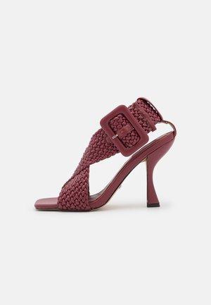 NELLY  - Sandaalit nilkkaremmillä - burgundy
