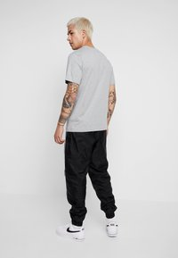 Nike Sportswear - SUIT BASIC - Dres - black/white - 5
