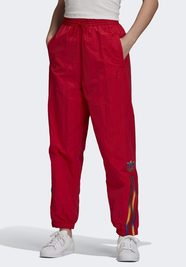 PAOLINA RUSSO ADICOLOR SPORTS INSPIRED MID RISE PANTS - Verryttelyhousut - scarlet