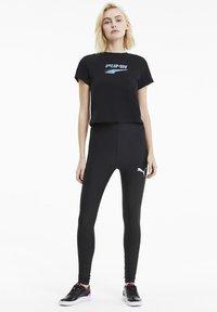 Puma - EVIDE GRAPHIC TEE - T-Shirt print - black - 1