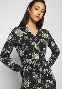 Vero Moda - VMSAGA - Košilové šaty - black/cassandra - 4