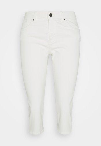 SKINNY CAPRI - Trousers - white