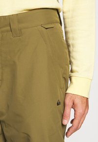 Quiksilver - ESTATE - Snow pants - military olive - 5