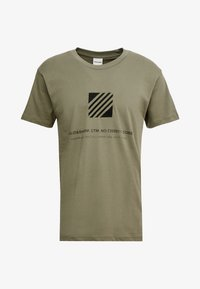 Jack & Jones - JCOSOLID TEE CREW NECK - T-shirt med print - winter moss - 4