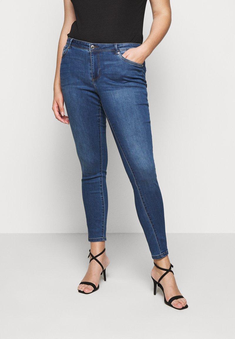 Vero Moda Curve - VMTANYA PIPING - Skinny-Farkut - dark blue denim