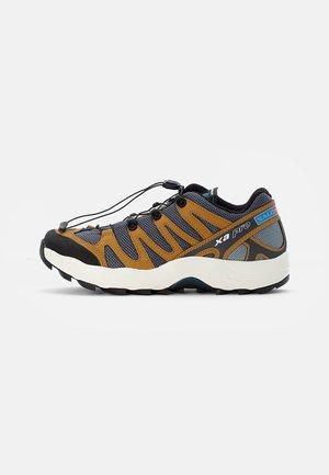 XA PRO 1 UNISEX - Zapatillas - quiet shade/bleached sand/cumin