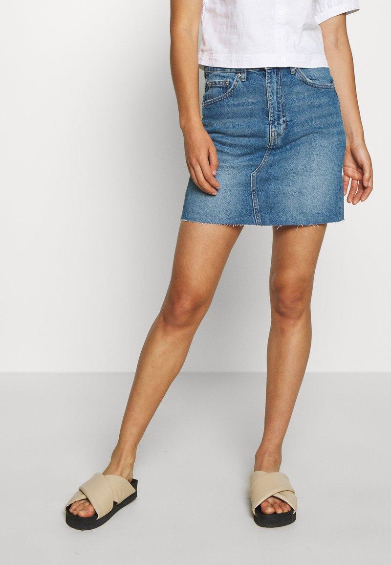 Gina Tricot - VINTAGE SKIRT - Denim skirt - mid blue