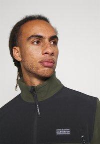 Quiksilver - LOST LATITUDE - Fleece jacket - forest night - 4