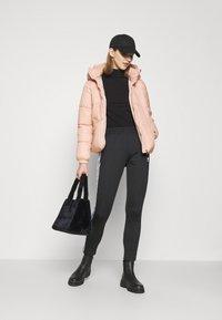 Vero Moda - VMUPSALA SHORT JACKET - Zimní bunda - mahogany rose - 1