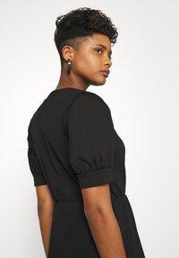 Pieces - PCMERVE DRESS  - Vestito estivo - black - 3