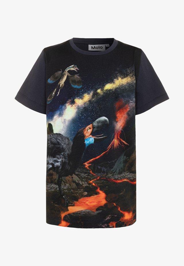 RASMUS - T-shirt z nadrukiem - black