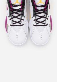 Jordan - ZOOM '92 - Zapatillas altas - white/cactus flower/black/smoke grey/laser orange - 3