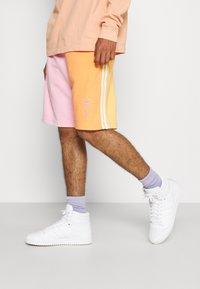 adidas Originals - LOVE UNITES UNISEX  - Short - multicolour - 0
