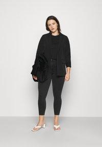 Noisy May Curve - NMAGNES SKINNY JEANS  - Jeans Skinny Fit - black denim - 1