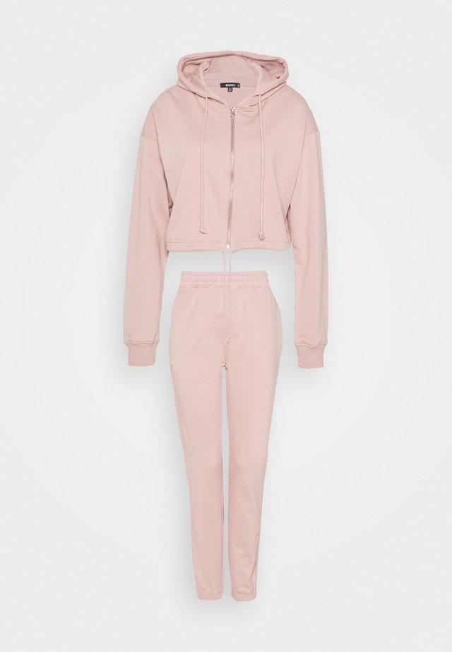 CROP ZIP HOODY JOGGER SET - Mikina na zip - pink